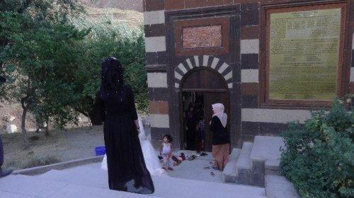 Ahmed-i Hani Türbesi'ne Ziyaretçi Akını