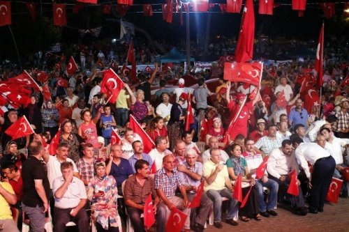 Antalya'da Demokrasi Nöbeti Aralıksız Devam Ediyor