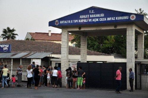 Antalya'da Hükümlülerin Tahliye Sevinci