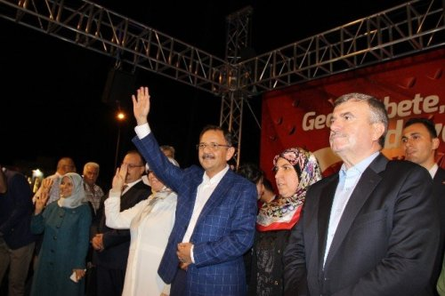 Bakan Özhaseki Demokrasi Nöbetinde Konyalılarla Buluştu