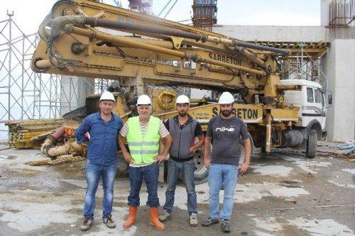 'Beton Pompası'nı Vinçle Çatıya Taşıdılar
