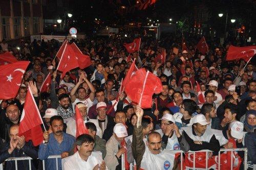 Binlerce Karslı 'Demokrasi Nöbeti'nde