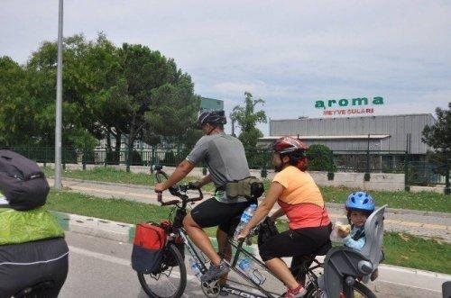 Bisiklet Tutkunu Aile Bin Kilometre Pedal Çevirdi