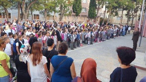 Bursa'da İlk Ders Zili Çaldı