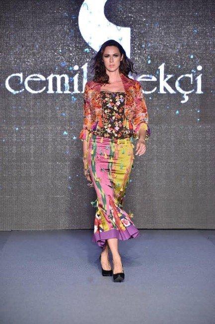 Cemil İpekçi'den İzmir'de Muhteşem Defile