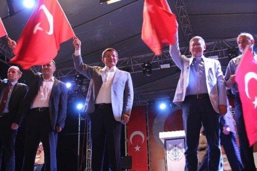 """Davutoğlu: """"Bu Günler Omuz Omuza Verme Günü"""""""