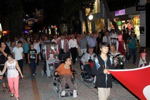 Depremin 17. Yıldönümünde Sessizce Yürüdüler