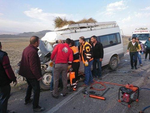 Doğubayazıt'ta Trafik Kazası: 1 Ölü, 8 Yaralı