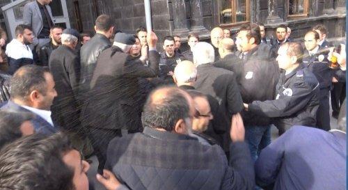 Dolmuşçular 'Kars Belediyesi'ni Protesto Etti