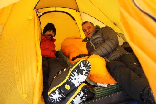 Donan Çıldır Gölü Üzerinde Çadır Kurdular