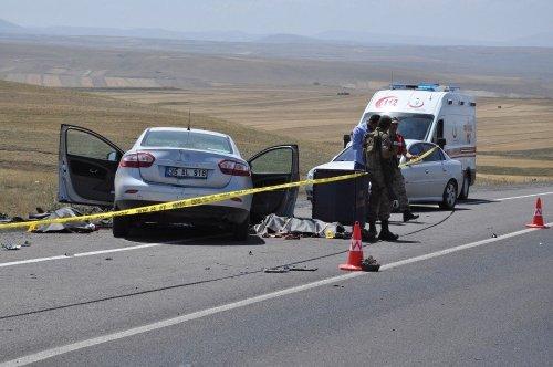 Düğünden Dönen Çift Kazada Hayatını Kaybetti