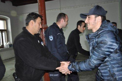 Dünya Şampiyonu 'Boksör'den Polise Ziyaret