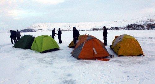 Gazeteciler Çıldır Gölü'nde Kamp Yaptı