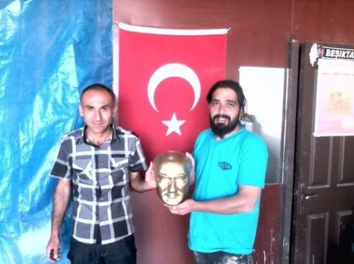 Gönüllü Gençler Yıpranan Atatürk Büstlerini Onardı
