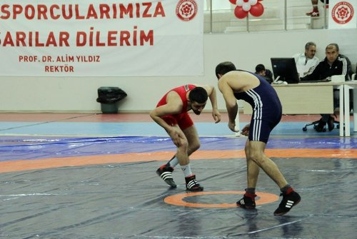 Güreşte ARÜ'ye Bir Altın ve Bir Gümüş Madalya