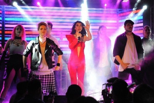 Hande Yener Gençlik Festivalinde Sahne Aldı