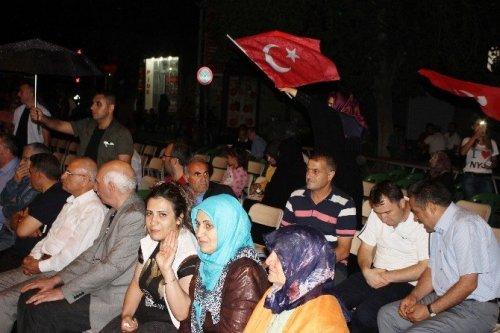 Iğdır'da Yağmur Altında Demokrasi Nöbeti