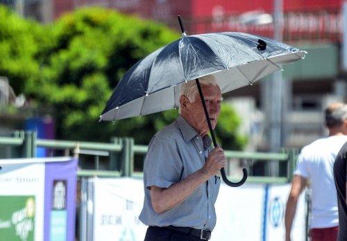 İstanbul'da Sıcak Hava Bunaltıyor