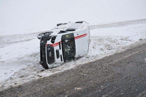 Kadın Futbolcuları Taşıyan Minibüs Kaza Yaptı