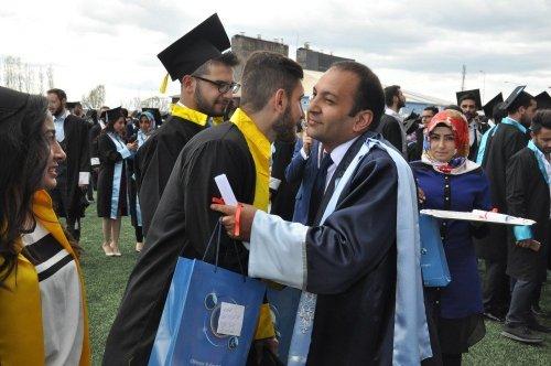 Kafkas Üniversitesi'nde Mezuniyet Coşkusu