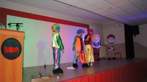 Kağızman'da Minik Öğrencilerin Tiyatro Sevinci