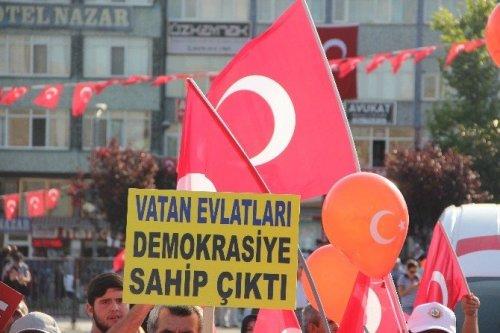 Karabük'te 'Demokrasi Ve Şehitler Mitingi'nde On Binler Meydana İndi