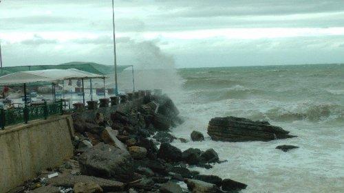 Karadeniz'de Fırtına Nedeniyle Dalgaların Boyu 5 Metreye Yükseldi