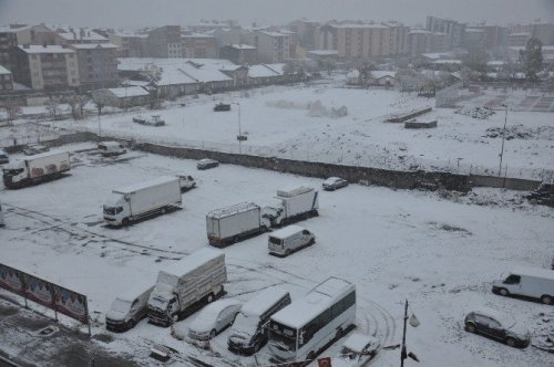 Kars Beyaz Gelinliğini Giydi