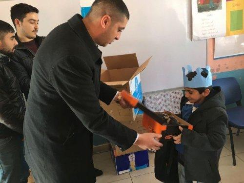 Karslı 'Ülkücü'lerden Öğrencilere Yardım