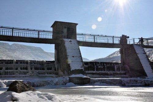Kars'ta HES Barajı Dondu