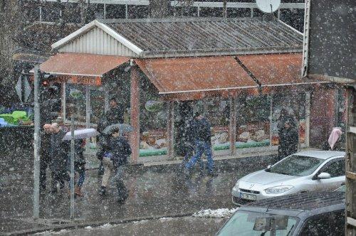Kars'ta Kar Yağışı Devam Ediyor
