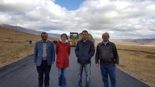Kars'ta Köy Yollları Sıcak Asfalta Kavuştu