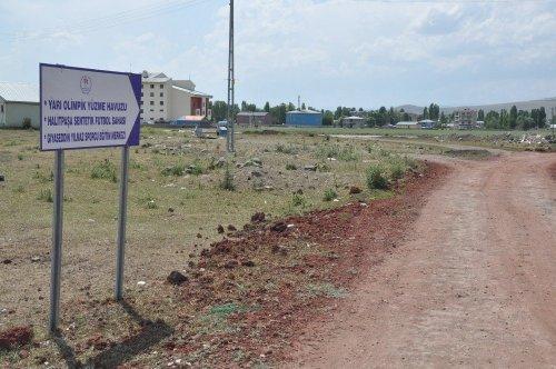 Kars'ta 'Olimpik Havuz'un Yolu Yok