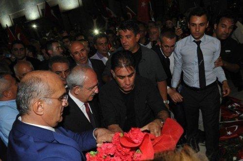 Kılıçdaroğlu, 30 Ağustos Yürüyüşüne Katıldı