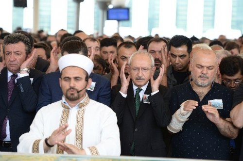 Kılıçdaroğlu Eski Belediye Başkanı Özgün'ün Cenaze Namazına Katıldı