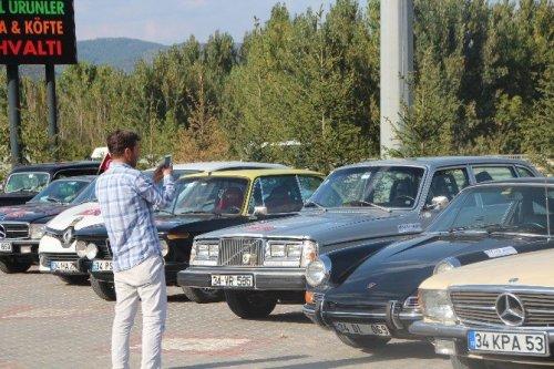 Klasik Otomobiller Görenlerini Hayran Bıraktı