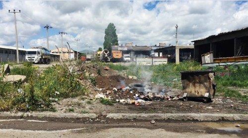 Küçük Sanayi Sitesi ve Çöp Yığınları