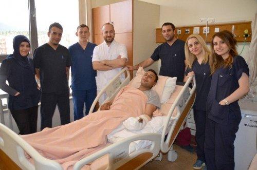 Sarıkamış'ta Cerrahi Operasyonla Yeniden Parmaklarına Kavuştu