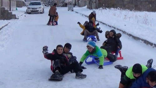 Sarıkamış'ta Çocukların Kızak Keyfi