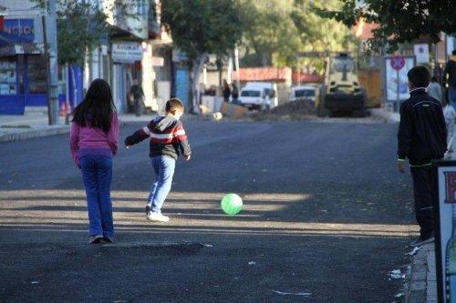 Sıcak Asfalt Üzerinde Futbol