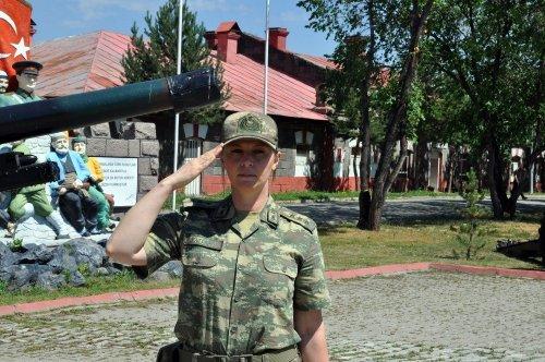 Sınırı Bekleyen Kadın Askerler