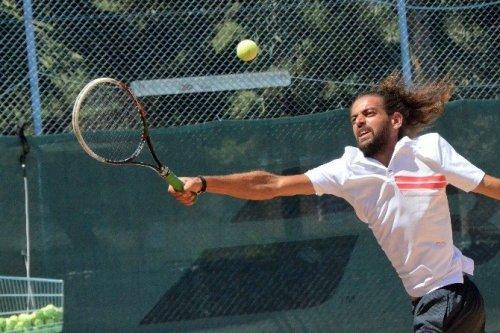 Suriye'li Tenisçi Türkiye'de Kortlara Geri Döndü