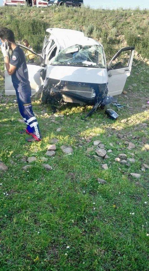 Susuz'da Trafik Kazası: 7 Yaralı