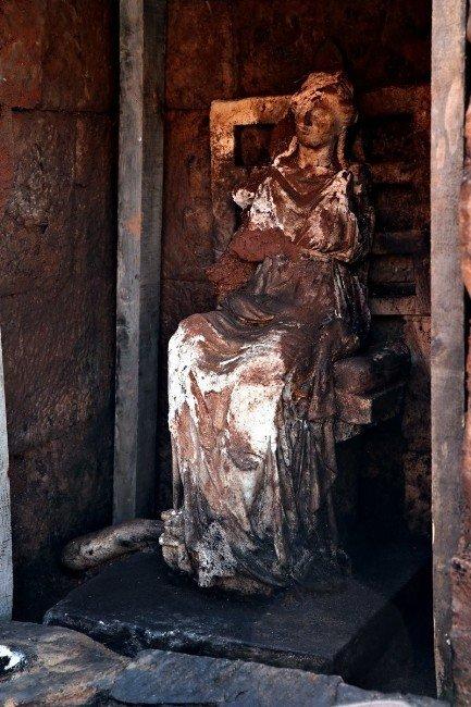 Tanrıça Kibele Heykeli Bulundu
