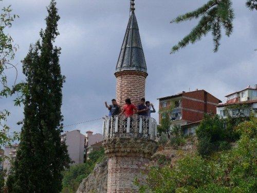 Tarihi Caminin Minaresinde Selfie Çılgınlığı
