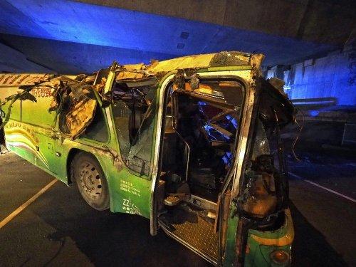 Tayvan'da Turist Otobüsü Devrildi: 32 Ölü