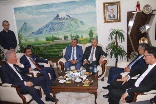 Ulaştırma, Denizcilik ve Haberleşme Bakanı Ahmet Arslan Iğdır'da