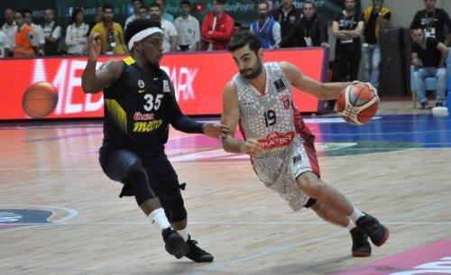 Uşak Son Şampiyon Fenerbahçe'yi Devirdi