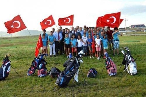 Vali Özefe Ardahan'da Kamp Yapan Golfcüleri Ziyaret Etti