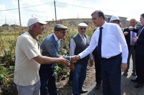 Vali Özefe, Hanak'da Özel İdare'nin Köy Yollarında Yaptığı Çalışmaları Denetledi